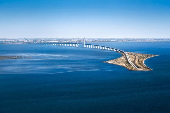 How to get Copenhagen links Malmö transports Oresund Bridge