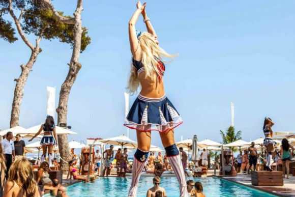 Vita notturna Ibiza Nikki Beach Ibiza party