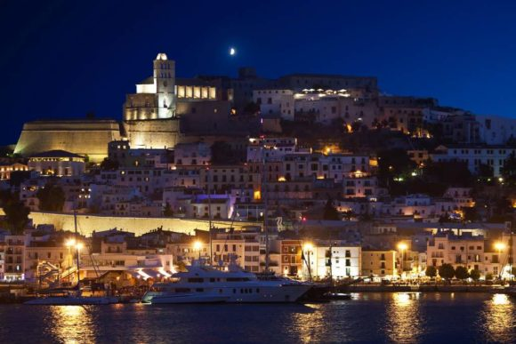 vita notturna Ibiza Dalt Vila by night