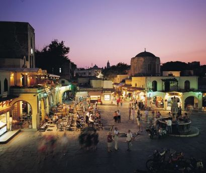 Rhodes nightlife by night