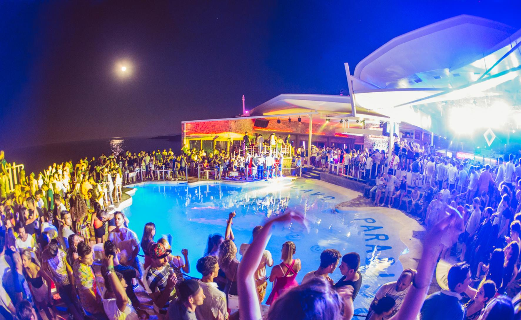Mykonos nightlife and clubs nightlife city guide - Discoteca in casa ...