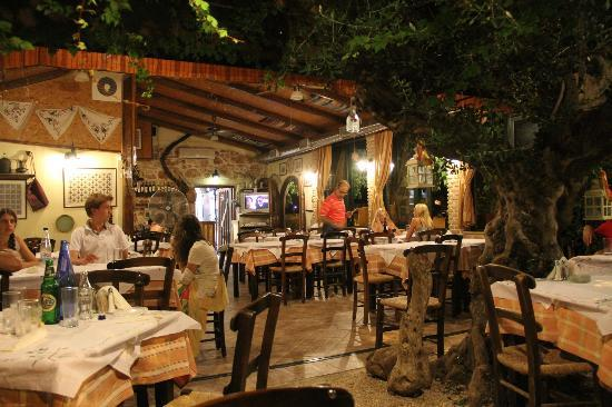 Nightlife Crete traditional taverns Greek cuisine