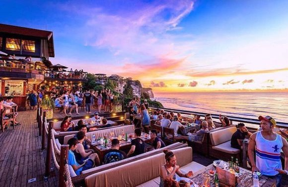 Nightlife Single Fin Bali Uluwatu