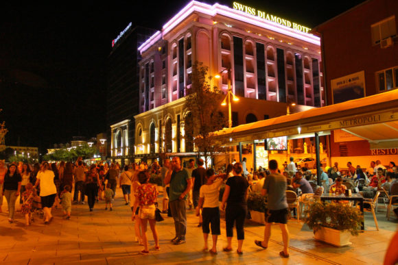Vita notturna Pristina by night